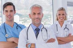 Grupa lekarka i pielęgniarki stoi wpólnie obraz stock