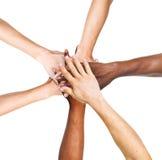 Grupa Ludzi Broguje Ich ręki Wpólnie Zdjęcie Royalty Free