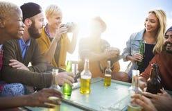 Grupa Ludzi Pije więzi pojęcie Obraz Stock