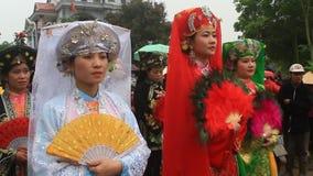 Grupa ludzi uczęszcza tradycyjnych festiwale zbiory