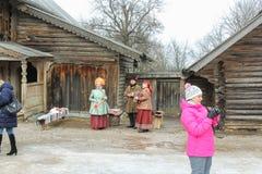 Grupa ludzi w krajowych kostiumach Obrazy Royalty Free