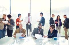 Grupa ludzie biznesu Dyskutuje w biurze Zdjęcia Stock