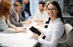 Grupa ludzie biznesu kolaboruje w biurze fotografia stock