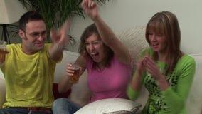 Grupa Młodzi dorosli Ogląda telewizję zbiory wideo