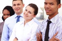 Grupa młodzi ludzie biznesu pozować plenerowy Zdjęcie Royalty Free
