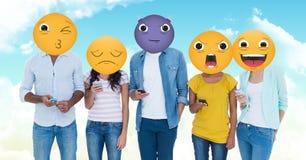 Grupa młodzi ludzie Emoji stawia czoło ilustracja wektor