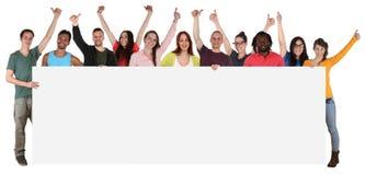 Grupa młodzi ono uśmiecha się wielo- etniczni ludzie trzyma pustego sztandar obraz stock