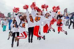 Grupa młodzi szczęśliwi cheerleaders Zdjęcia Royalty Free