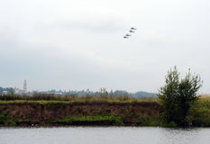 Grupa Mil Mi-28 jest Rosyjskim pogodą, noc, militarny tandem, dwumiejscowi opancerzenie śmigłowowie szturmowi Zdjęcia Royalty Free