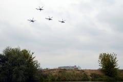 Grupa Mil Mi-28 jest Rosyjskim pogodą, noc, militarny tandem, dwumiejscowi opancerzenie śmigłowowie szturmowi w t Zdjęcia Royalty Free