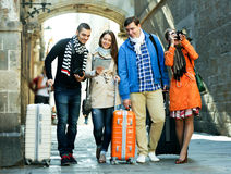 Grupa młodzi turyści z kamerami Fotografia Stock