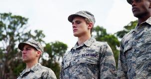 Grupa my siły powietrzne żołnierze stoi w linii 4k zbiory wideo