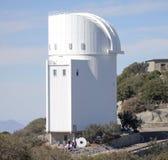 Grupa Objeżdża ekonoma obserwatorium przy Kitt szczytem Obraz Royalty Free