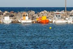 Grupa łodzie przychodzi kotwica Fotografia Stock