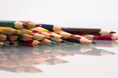 Grupa ostrze barwił ołówki z białym tłem Obrazy Royalty Free