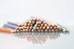 Grupa ostrze barwioni ołówki Obrazy Stock