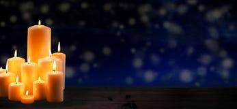 Grupa płonące świeczki upamiętniać zdjęcie royalty free