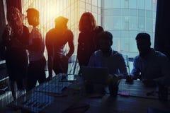 Grupa patrzeje dla przyszłości partner biznesowy Pojęcie korporacyjny i początkowy zdjęcie stock