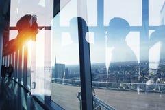 Grupa patrzeje dla przyszłości partner biznesowy Pojęcie korporacyjny i początkowy fotografia stock