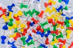 Grupa pchnięcie szpilki w różnych kolorach zdjęcie royalty free