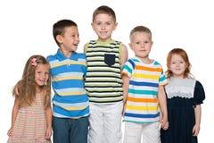 Grupa pięć radosnych dzieci zdjęcie royalty free