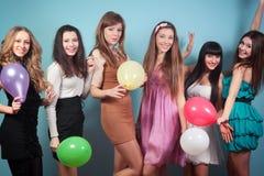 Grupa piękne dziewczyny przy przyjęciem Zdjęcie Royalty Free