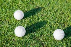 Grupa piłka golfowa na trawie obraz stock
