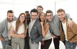 Grupa pomyślni ludzie biznesu stoi w biurze zdjęcia royalty free