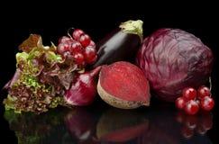 Grupa purpurowi warzywa i owoc na czerni Zdjęcia Stock