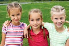 Grupa różni dzieci ma dobrego lato zdjęcie royalty free