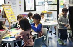 Grupa różnorodni ucznie przy daycare obraz stock