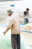 Grupa rybaka ciągnienia ryba sieć Zdjęcia Royalty Free