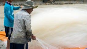 Grupa rybaka ciągnienia ryba sieć Zdjęcia Stock
