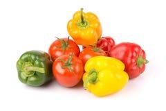Grupa słodcy warzywa: kolor żółty, pomarańcze, zieleń, czerwona papryka i świeżość pomidory, fotografia stock