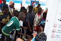 Grupa Senegal dzieci jest zainteresowana przy wycieczką turysyczną du Senegal obrazy royalty free