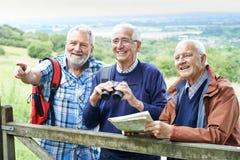 Grupa Starsi Męscy przyjaciele Wycieczkuje W wsi Obrazy Royalty Free