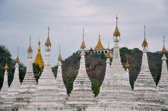 Grupa stupas w Sanda Muni Paya świątyni Mandalay Fotografia Stock