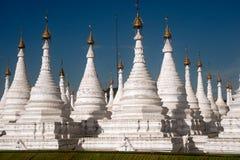 Grupa stupas w Sanda Muni Paya świątyni Myanmar Fotografia Stock