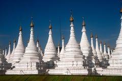 Grupa stupas w Sanda Muni Paya świątyni Myanmar Zdjęcie Stock
