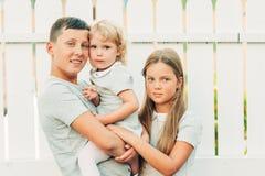 Grupa 3 szczęśliwego dzieciaka zdjęcie royalty free