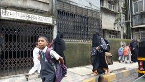 Grupa Szczęśliwi dzieci iść szkoła w India Zdjęcia Stock