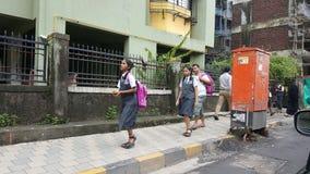 Grupa Szczęśliwi dzieci iść szkoła w India Obraz Royalty Free