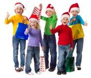 Grupa szczęśliwi dzieciaki z bożych narodzeń prezentami Obraz Royalty Free