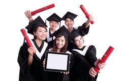 Grupa szczęśliwy absolwenta uczeń zdjęcia royalty free