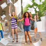Grupa szkolni dzieciaki zabawę po klasy Obraz Royalty Free