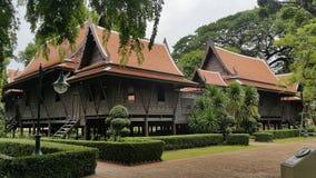 Grupa Tajlandzki drewniany dom, Thub Kwan Królewska siedziba w Sanam Chandra pałac, Tajlandia zdjęcia royalty free