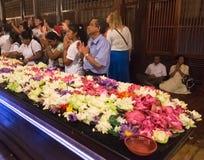 Grupa turyści wśrodku świątyni ząb Obrazy Stock