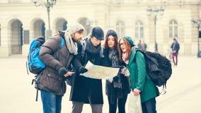Grupa turyści Zwiedza miasto zdjęcia royalty free