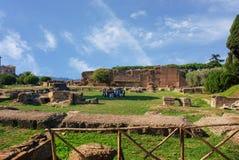 Grupa turyści na wycieczce w Cyrkowym Maximus w Rzym Obraz Royalty Free