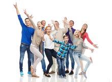 Grupa uśmiechnięci ludzie ma zabawę Obraz Stock